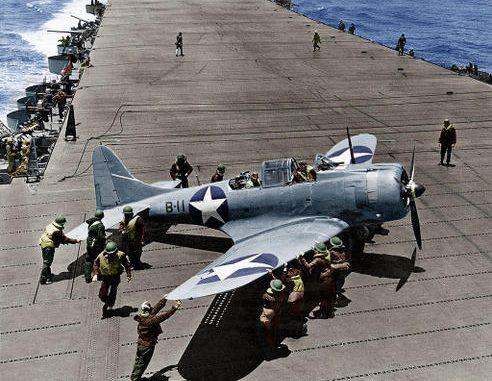 Douglas SBD-3 на палубе авианосца USS Hornet во время битвы за Мидуэй. Июнь 1942 г.