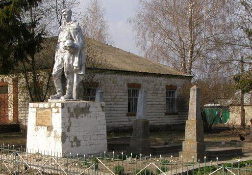 с. Жуковка Куликовского р-на. Памятник, установленный в 1968 году на братской могиле, в которой похоронено 14 советских воинов, погибших в боях за село в 1941 и 1943 г годах.
