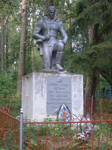 с. Горностаевка Репкинского р-на. Памятник на кладбище, установленный в 1970 году на братской могиле, в которой похоронено 43 воина, погибших при освобождении села. Скульптор - Довгань, архитектор - Корнеева.