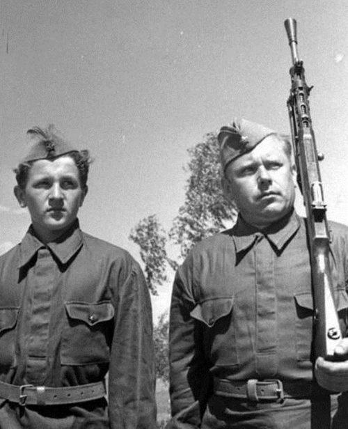 Московские ополченцы - Александр Машаров с сыном Владимиром. Июль 1941 г.