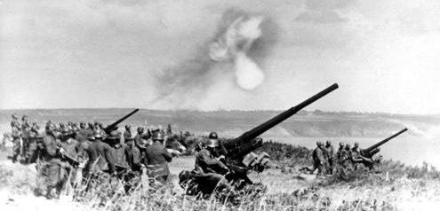 Немецкие зенитные орудия на побережье Ла-Манша во Франции. Январь 1941 г.