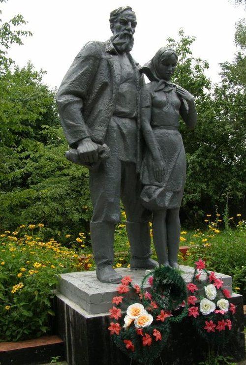 с. Грабов Репкинского р-на. Памятник погибшим землякам - жителям Грабовского сельсовета, установленный в 1985 году.