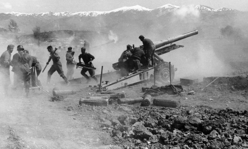 Батарея 150-мм гаубиц sFH 37(t) в Греции. Апрель 1941 г.