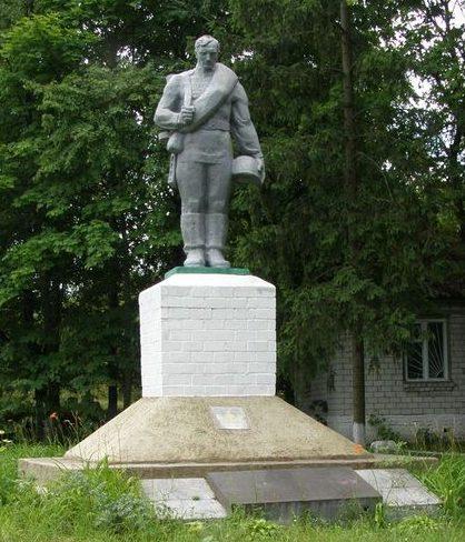 с. Грабов Репкинского р-на. Памятник, установленный в 1968 году на братской могиле воинов, погибших при освобождении села.