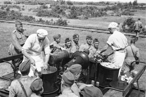 Полевая кухня на маневрах. 1939 г.