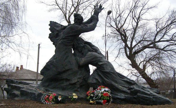 п. Сребное. Памятник на месте казни мирных жителей, установленный в 1986 году.