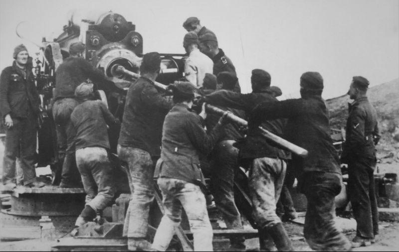 240-мм гаубица на позиции под Ленинградом. Сентябрь 1941 г.