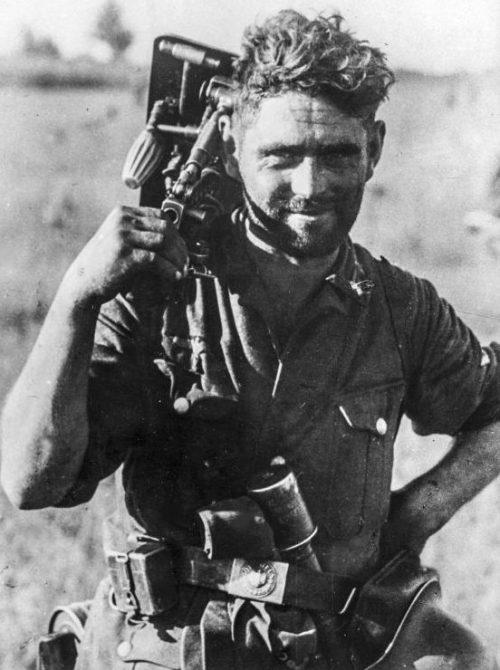 Минометчик с 50-мм минометом leGrW 36 на Восточном фронте. Сентябрь 1941 г.