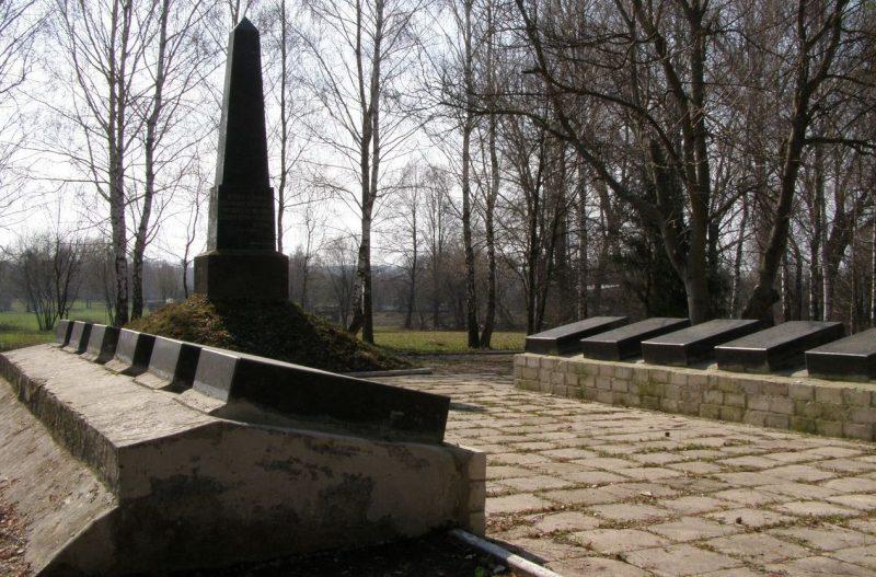 с. Березовка Талалаевского р-на. Памятник погибшим односельчанам.