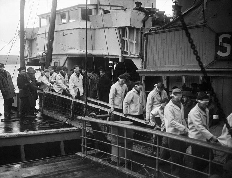 Немецкие военные моряки, захваченные в плен. 1943 г.