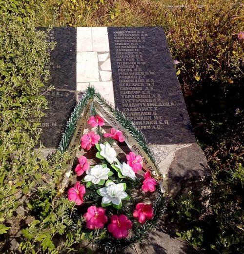 п. Куликовка. Братская могила советских воинов, погибших в сентябре 1943 года и воинов, умерших от ран в эвакогоспитале №4558 и №2408.