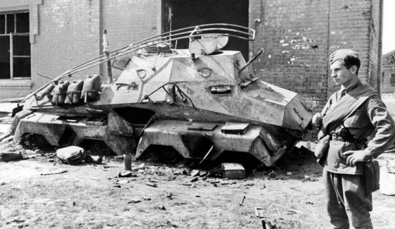 Сгоревший тяжелый бронеавтомобиль Sd.Kfz. 263. 1941 г.