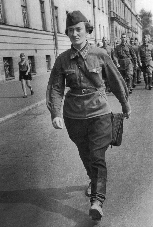 Командир взвода 3-й дивизии народного ополчения, лейтенант М.В.Лысенко. Ленинград, август 1941 г.