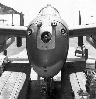 Огневая мощь P-38 - 4 пулемета Browning .50 MG и 20-мм пушка. 1943 г.