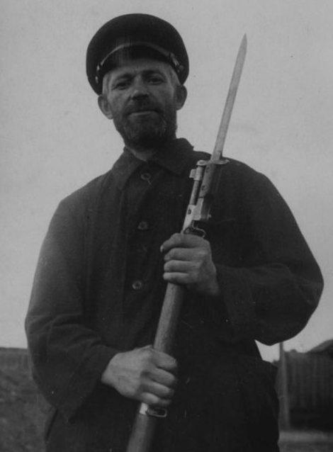 Боец ленинградского народного ополчения П.П. Комаров. Август 1941 г.