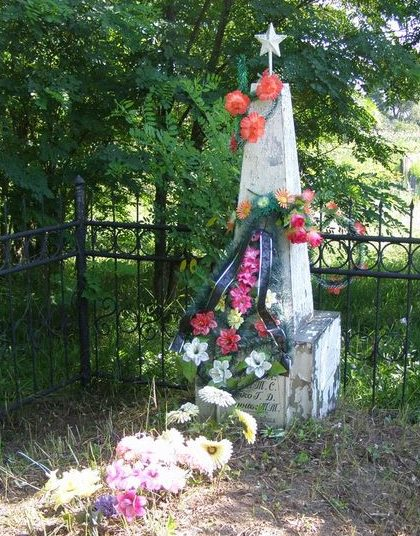 с. Орловка Куликовского р-на. Братская могила сельских активистов и мирных жителей, расстрелянных в мае 1943 года.