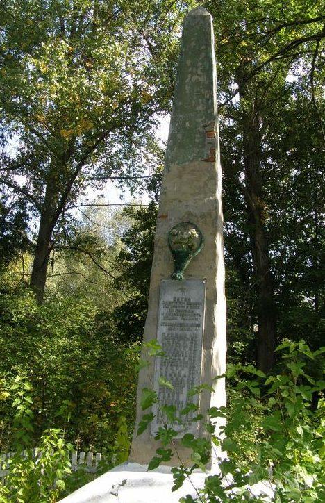 с. Новопетровское Талалаевского р-на. Памятник погибшим односельчанам.