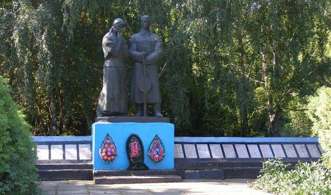 с. Орловка Куликовского р-на. Памятник погибшим односельчанам.