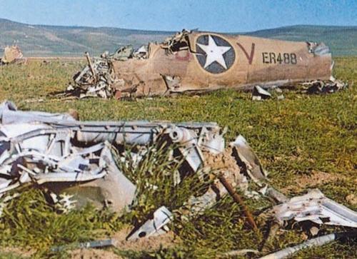 Остатки американского самолета. Тунис, 1943 г.