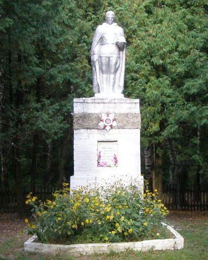 с. Рябухи Талалаевского р-на. Памятник погибшим односельчанам, установленный в 1967 году.