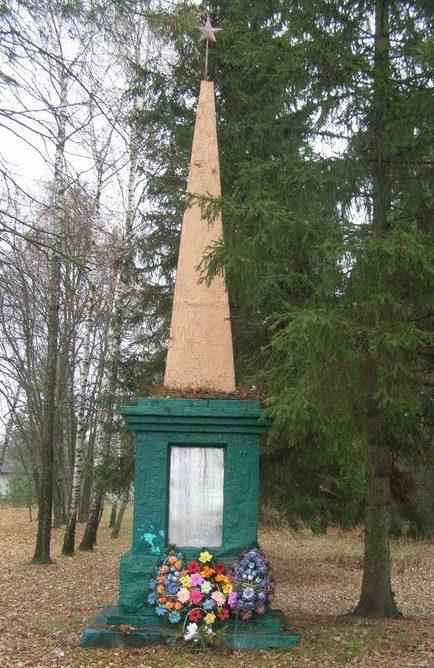 с. Задериевка Репкинского р-на. Памятный знак погибшим жителям сел Задериевка и Каменка в годы войны.