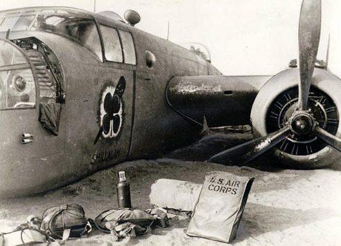 Сбитый B-25 в Северной Африке. 1943 г.