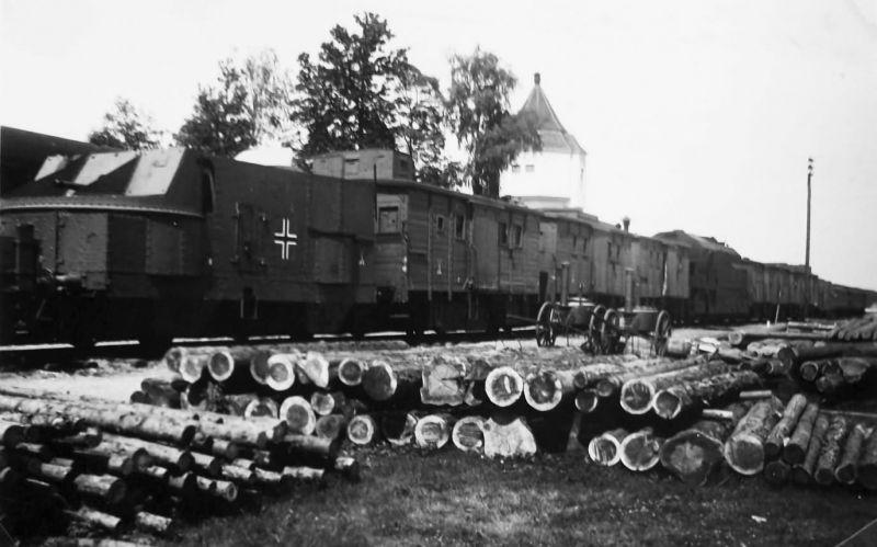 Немецкий бронепоезд на станции Доманово в Белоруссии. 1941 г.