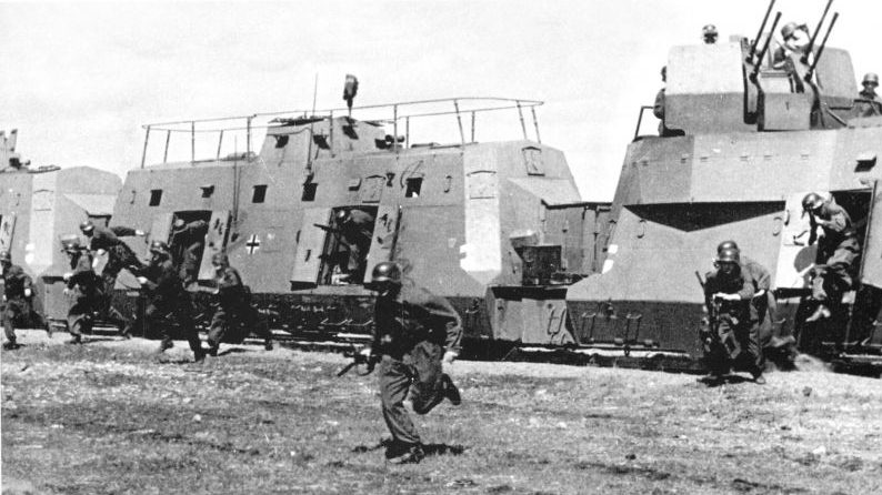 Высадка десанта из бронепоезда. 1941 г.