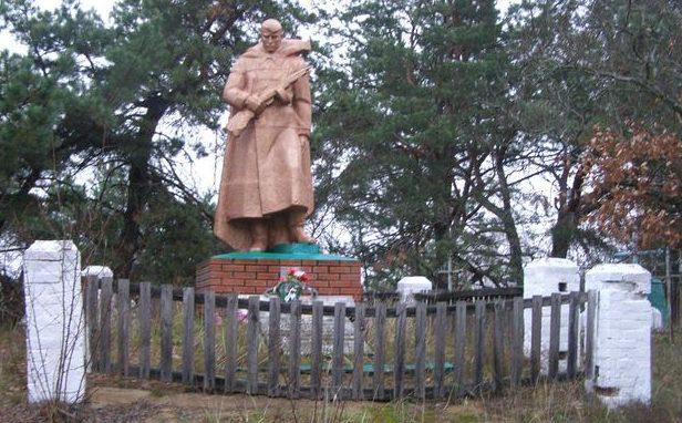 с. Каменка Репкинского р-на. Братская могила воинов, погибших при форсировании Днепра и в боях на плацдарме.