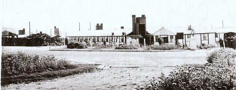Вид на главные ворота лагеря «Харперли 93».