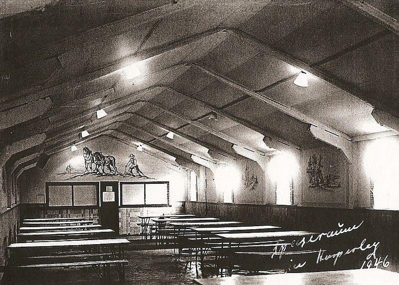 Одна из двух столовых лагеря. Она же служила и клубом.