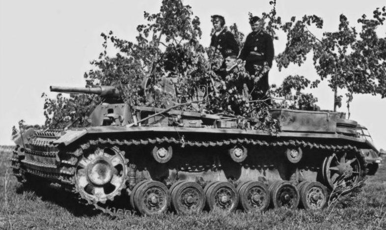 Танкисты на борту командирского танка Pz.Bef.Wg. lll Ausf.J. 1942 г.