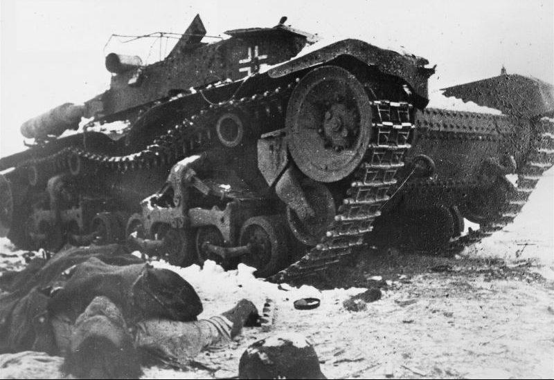 Подбитый немецкий артиллерийский тягач Munitionschlepper 35(t). 1942 г.