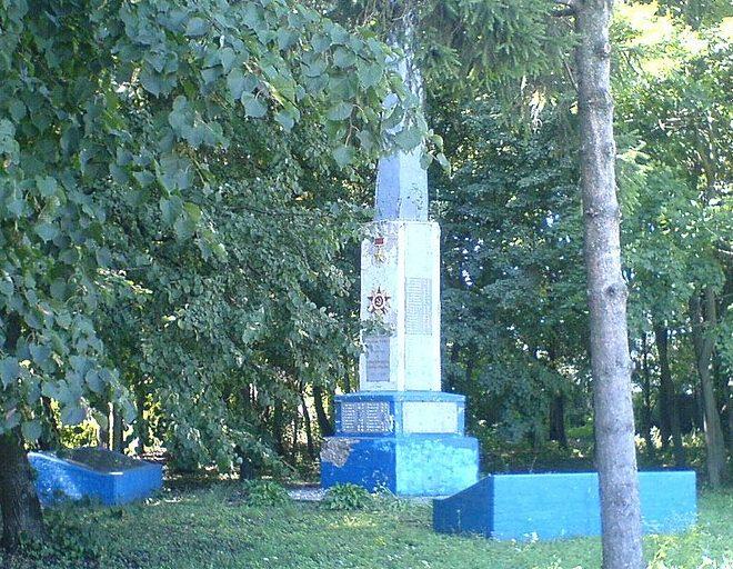 с. Володькова Девица (Красные Партизаны) Носовского р-на. Памятный знак 1206 воинам-односельчанам, погибшим в годы войны.