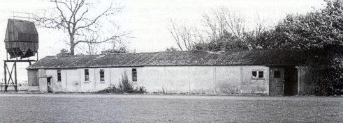 Единственное сохранившееся здание лагеря «Lodge Farm Camp».