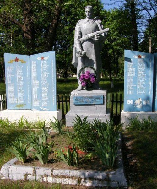 с. Боровики Черниговского р-на. Братская могила 5 воинов, погибших при освобождении села и памятный знак погибшим односельчанам, установленный в 1969 году.