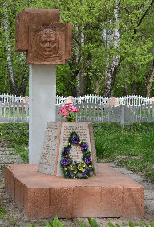 с. Брусилов Черниговского р-на. Братская могила 10 воинов, погибших при освобождении села 20 сентября 1943 года.