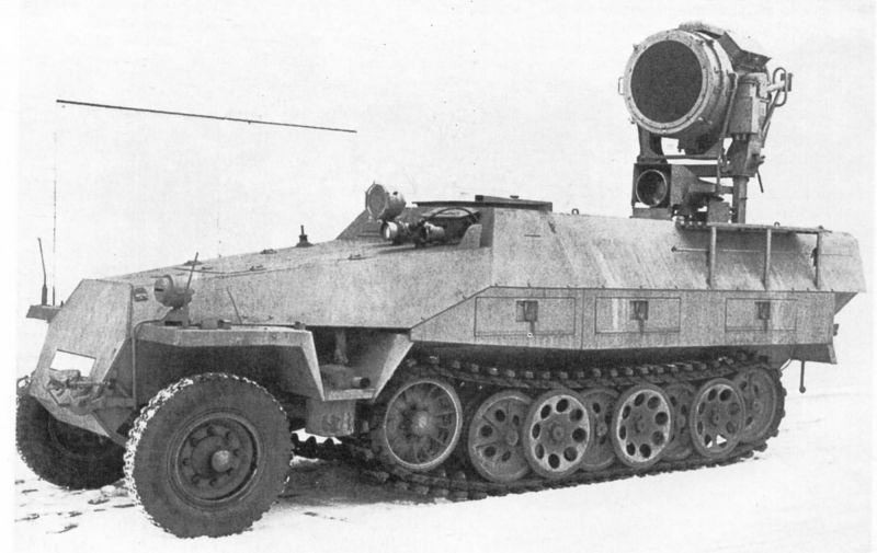 Опытный образец бронетранспортера Sd. Kfz. 251/20 «Фальке» с 600-мм инфракрасным прожектором. 1942 г.