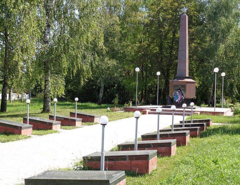 с. Макеевка Носовского р-на. Памятный знак 327 воинам-односельчанам, погибшим в годы Великой Отечественной войны.