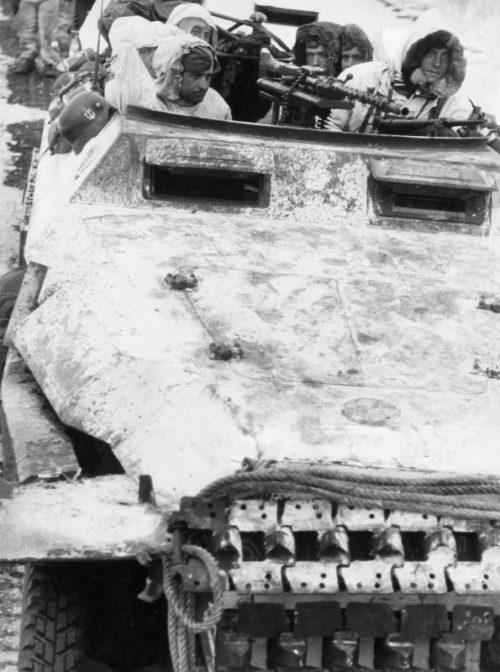 Бронетранспортер Sd.Kfz. 251 во время наступления на Харьков. Февраль 1943 г.