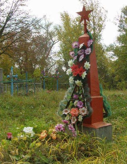 с. Гущин Черниговского р-на. Братская могила воинов, павших при освобождении села в 1943 году.