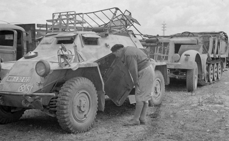 Бронеавтомобиль радиосвязи Panzerspähwagen Sd.Kfz. 223. Май 1943 г.