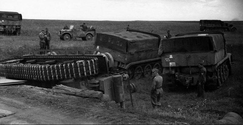 Танк Pz.Kpfw. III, упавший с моста на Курской дуге. Август 1943 г.