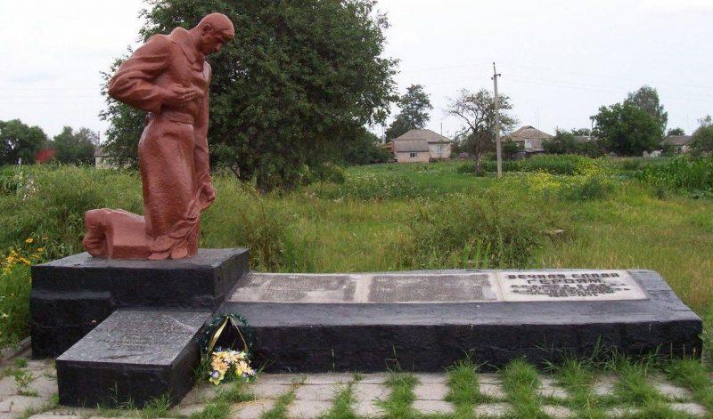 г. Носовка. Братская могила воинов, погибших при освобождении города.