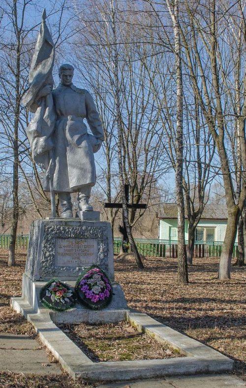 с. Должик Черниговского р-на. Памятник, установленный на братской могиле, в которой похоронены 26 воинов и партизан, погибших при освобождении села и умерших от ран в госпитале.
