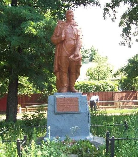 г. Носовка. Братская могила советских воинов.