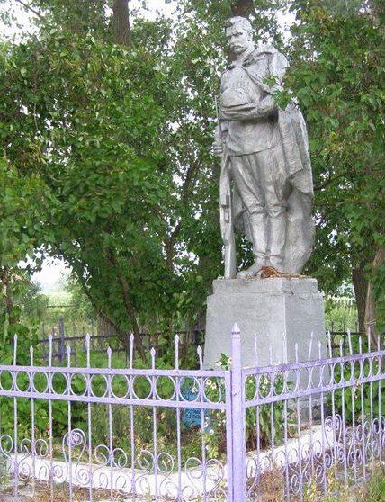с. Жеведь Черниговского р-на. Братская могила воинов, погибших при освобождении села.