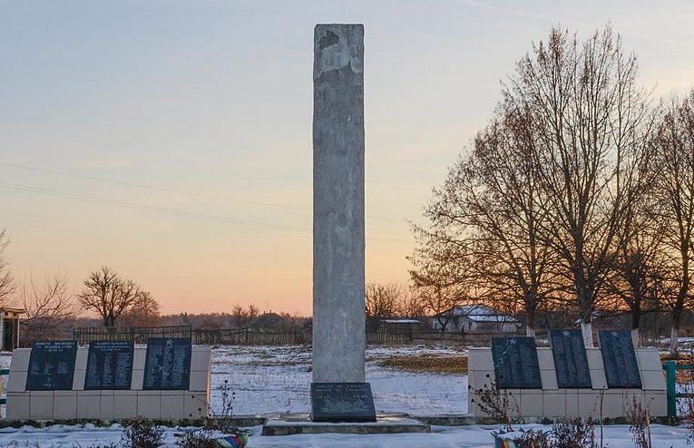 с. Жеведь Черниговского р-на. Мемориал, установленный на братской могиле воинов, погибших при освобождении села и памятный знак погибшим землякам.