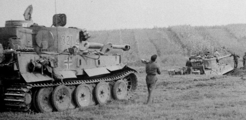 Танки «Тигр» на берегу речки у города Знаменка. Октябрь 1943 г.