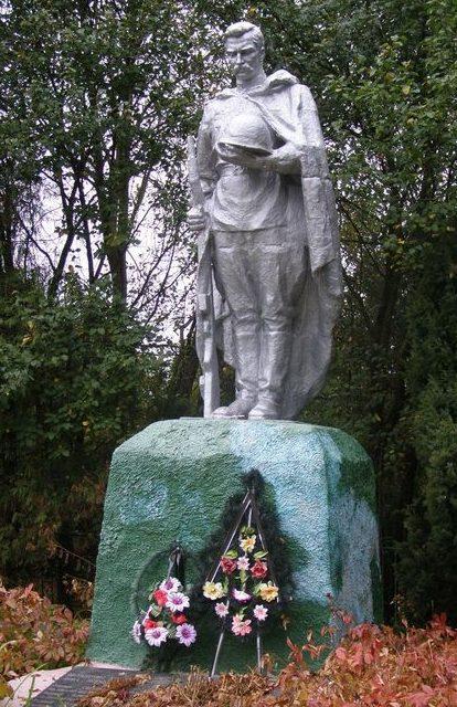 с. Жукотки Черниговского р-на. Братская могила воинов, погибших при освобождении села 24 сентября 1943 года.